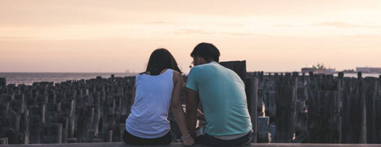 I am in a de-facto relationship with my partner who came as a refugee under the humanitarian program to Australia. If I want to apply for a partner visa should we meet the one-year relationship requirement?