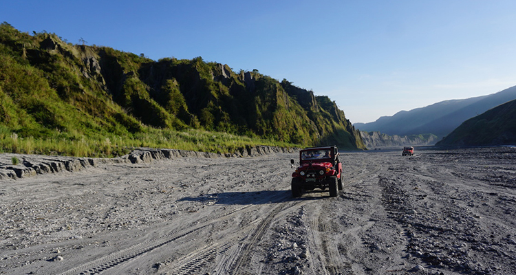 Ride on a 4x4 to Mt Pinatubo, Zambales