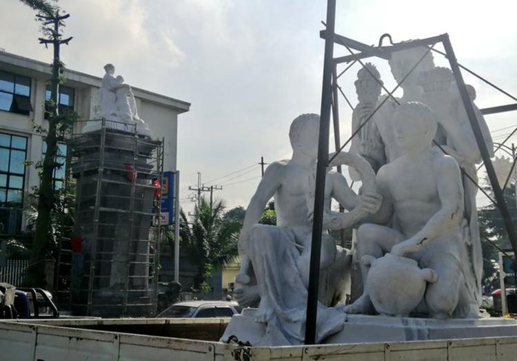 The Four La Madre Statues - Democracy